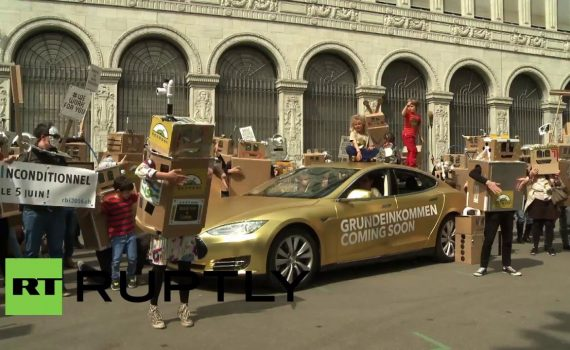 Switzerland: 'Robots' protest to demand free basic income in Z...