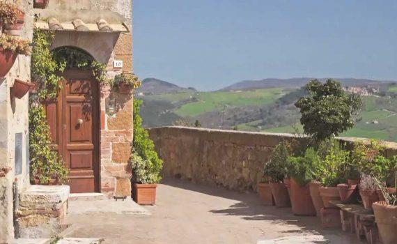 Travel Tuscany, Italy - Visit Pienza The Countryside of Tuscany