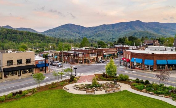 """Experience Black Mountain, NC: """"America's Prettiest Small Tow..."""
